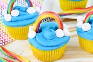 Make Easy Rainbow Cupcakes!